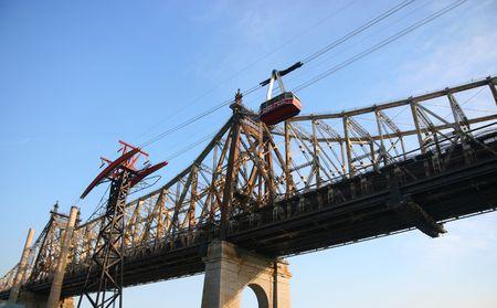 queensboro bridge: Roosevelt Island aerial tramway and Queensboro bridge, Manhattan, New York