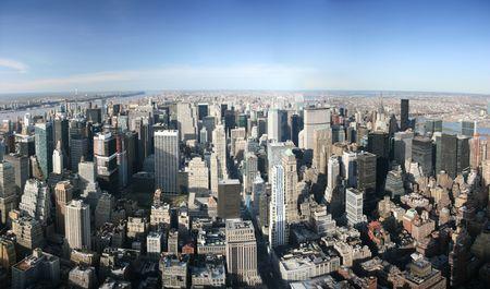 Luftbilder Panorama-Blick auf Manhattan vom Empire State Building oben, New York. Sonnigen Tag, außergewöhnliche Sicht, man konnte sehen, weit weit entfernt.