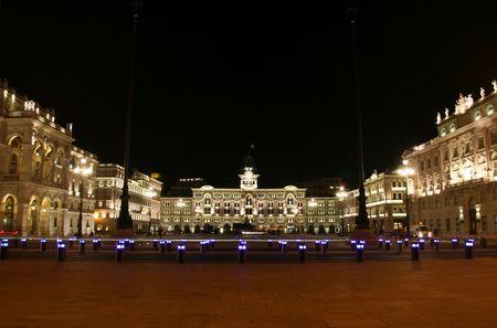 Italien, Trieste, Piazza Unità d'Italia durch die Nacht  Lizenzfreie Bilder