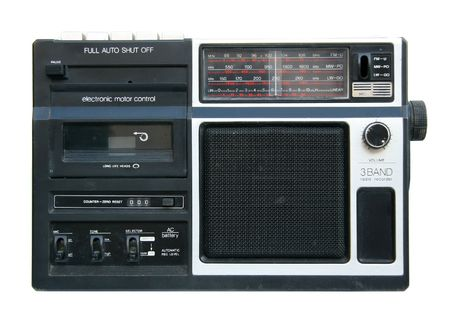 Alt und schmutzig tragbaren Radio-Kassetten-Spieler Vorderansicht isoliert auf weißem Lizenzfreie Bilder