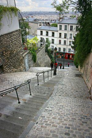 Treppe hinunter Hügel von Montmartre in Paris, Frankreich