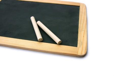 white chalks: Detalle de una peque�a escuela de madera en blanco pizarra en blanco y tizas aisladas sobre fondo blanco