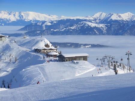 Angesichts der oben Nassfeld Skigebiet an der Grenze zwischen Italien und Österreich