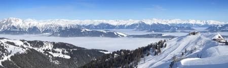 Panoramablick vom Gipfel Nassfeld Skigebiet an der Grenze zwischen Italien und Österreich
