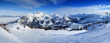 Panoramablick vom Gipfel des Nassfeld Skigebiet an der Grenze zwischen Italien und Österreich
