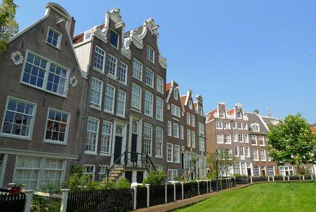 Fassaden in der Begijnhof Gericht, Amsterdam, Niederlande
