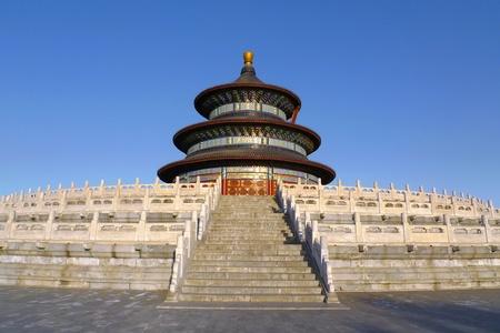 Die Halle des Gebetes für gute Ernten von Westen bei Sonnenuntergang gesehen in der Temple of Heaven Tiantan in Beijing, China