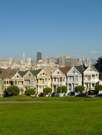 Casas victorianas en Alamo Square, San Francisco photo