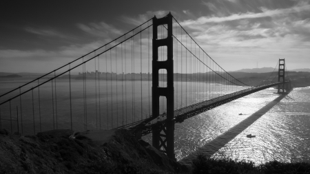 Golden Gate bridge and San Francisco seen from Battery Spencer, black and white