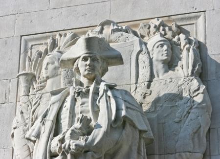 george washington: Estatua del General George Washington en el lado del Arco de Washington Square en Nueva York Editorial