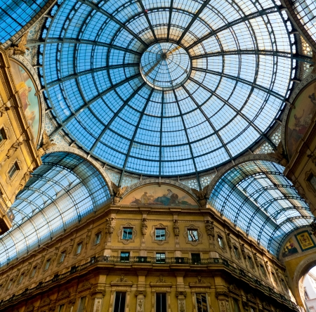 Glass dome of Galleria Vittorio Emanuele in Milan, Italy 에디토리얼