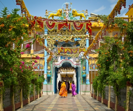 festoons: Garlands in Rani Sati Temple, Jhunjhunu, Rajasthan, India Stock Photo