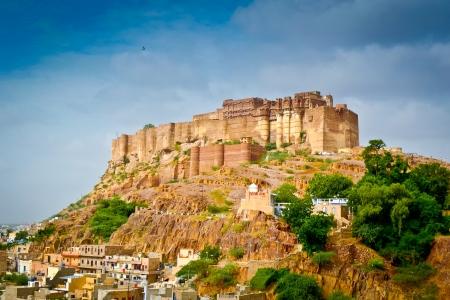 Blick auf Mehrangarh Festung auf Bakharchiriya Hügel, Joshpur, Rajasthan, Indien Lizenzfreie Bilder