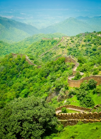 ramparts: Ramparts and walls of Kumbhalgarh fort, Rajasthan, India Stock Photo