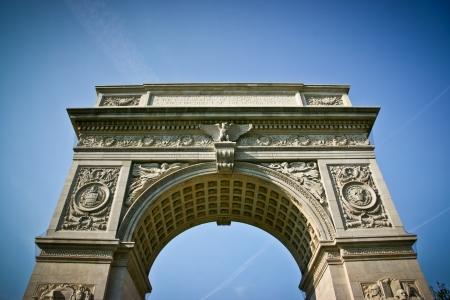 Washington Square Arch von unten in New York City, Vereinigte Staaten von Amerika