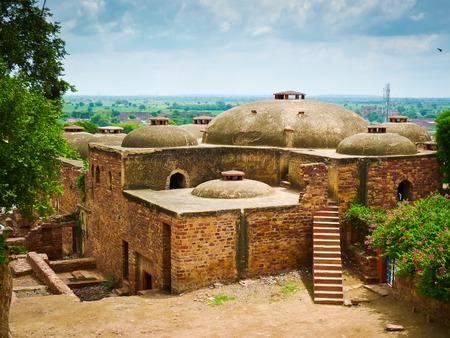 Alte Steinhäuser nahe dem Eingang zu Fatehpur Sikri komplex, Uttar Pradesh, Indien