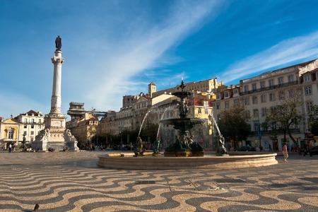 Rossio-Platz und Bronze-Brunnen, Baixa, Lissabon, Portugal
