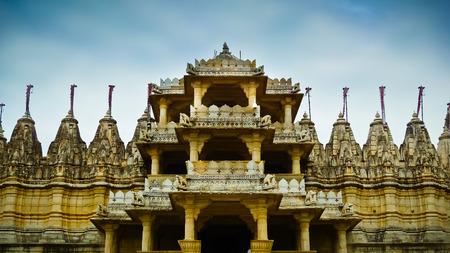 Vor dem Eingang zum Ranakpur Jain Tempel, Rajasthan, Indien Lizenzfreie Bilder