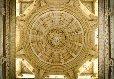 Hauptkuppel Decke Ranakpur Jain Tempel, Rajasthan, Indien Lizenzfreie Bilder
