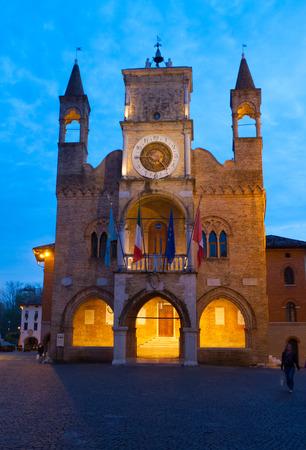 Abendblick von Pordenone Rathaus, Friaul Julisch Venetien, Italien