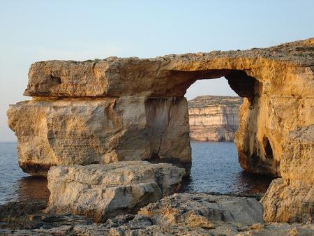 アズレ ウィンドウ, ドワイラ、ゴゾ島、マルタ、ヨーロッパ近くの石灰岩の自然なアーチ
