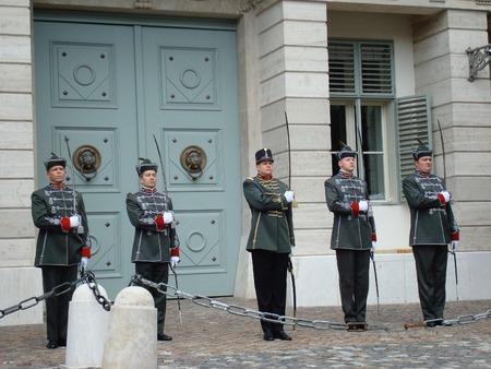 シャンドール宮事務所・ ブダペスト, ハンガリー, ヨーロッパのハンガリーの共和国の大統領の官邸警備員の変更 報道画像