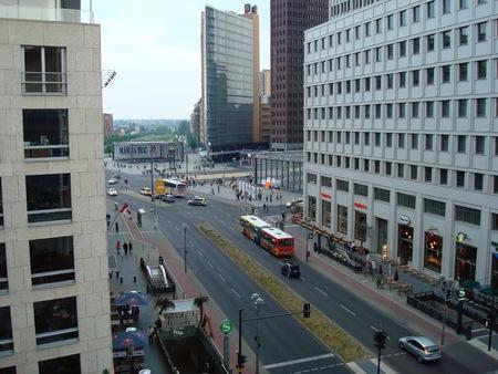 Ebertstrasse ベルリン、ドイツ、ヨーロッパでポツダム広場に向かって下へ見ているから