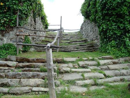 クラクフからブダペスト、ヨーロッパへのルートで城の階段の遺跡