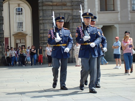 プラハ, チェコ共和国, ヨーロッパのプラハ城に大統領警備員の変更