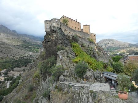 コルテ、コルシカ島、フランス、ヨーロッパの岩が多い岬の城砦 報道画像