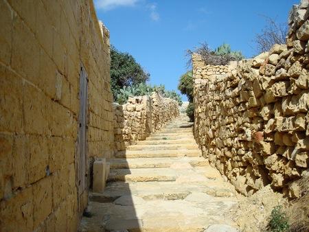 チッタデッラの城壁とビクトリア ラバト、ゴゾ島、マルタ、ヨーロッパの階段
