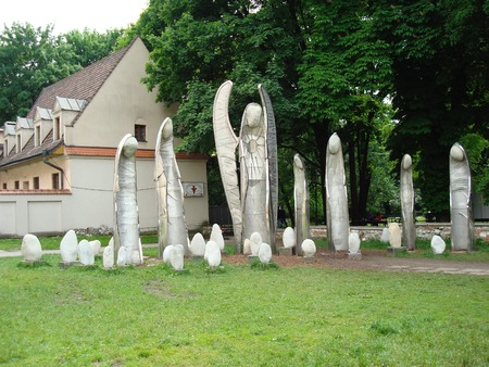 修道院 Franciszkanow、クラクフ、ポーランド、ヨーロッパでマイケル ・ Batkiewicz、天使の下に「ウィンドウ彫刻
