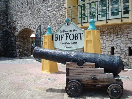 リフの砦、ウィレムスタッド、キュラソー、カリブ海での大砲 報道画像