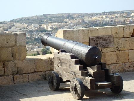 城壁、ザ シタデル、ビクトリア ラバト、ゴゾ島、マルタ、ヨーロッパの大砲します。