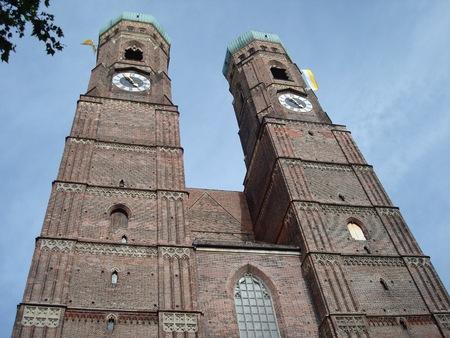私達の親愛なる女性、ミュンヘン、ドイツ、ヨーロッパで Frauenplatz の聖母大聖堂 写真素材