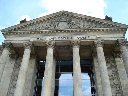 Reichstag ベルリン、ドイツ、ヨーロッパの建物の入り口に碑文
