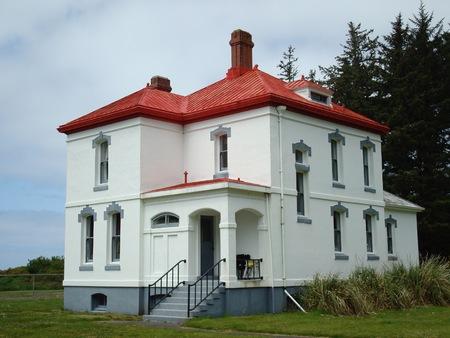 decepci�n: Cabeza casa del norte de la cabeza del faro del arquero, Cabo decepci�n State Park, Washington, EE.UU. Editorial