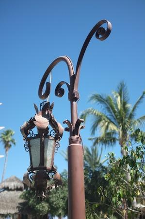 中庭、サン ホセ デル カボ, バハ カリフォルニア スル、メキシコで素朴な吊りランプ