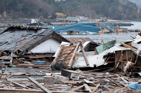 catastrophe: Le d�clenchement de la Grande-Orient sans pr�c�dent s�isme au Japon et le tsunami Banque d'images