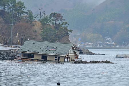 catastroph�: Le d�clenchement de la Grande-Orient sans pr�c�dent s�isme au Japon et le tsunami Banque d'images