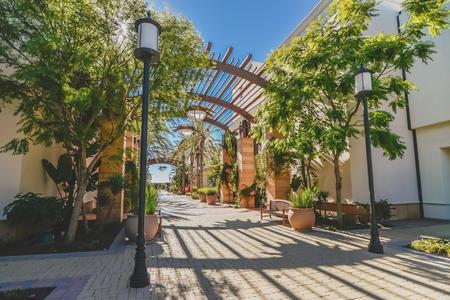 plaza comercial: Paisaje de la siembra en el distrito comercial