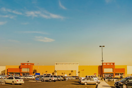 Supermarket in dusk 版權商用圖片