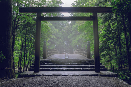 Scenery of the Ise Grand Shrine in the morning fog 版權商用圖片 - 66166260