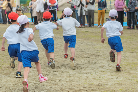 Athletic meet of the elementary school 版權商用圖片 - 74625410