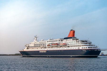 Luxurious passenger liner depart from harbor in the dusk 版權商用圖片 - 105468295