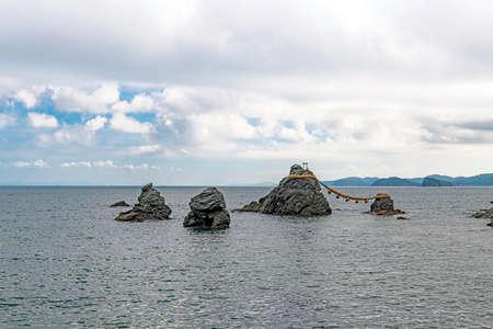 Scenery of the Meotoiwa rock of Futamiokitama jinja Shrine 版權商用圖片