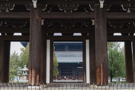Sanmon and Main Hall at Tofukuji Temple in Kyoto 新聞圖片