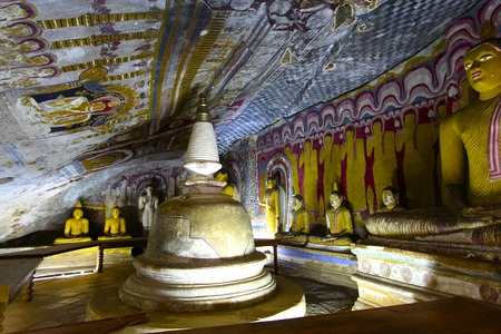 stupa one: Ancient stupa and colorful Buddhas enhance one of Sri Lanka\\\\\\\\\\\\\\\\\\\\\\\\\\\\\\\\\\\\\\\\\\\\\\\\\\\\\\\\\\\\\\\\