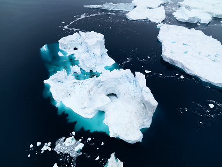 Icebergs on the Arctic Ocean in Greenland Imagens