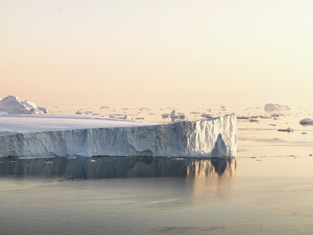 Icebergs on arctic ocean in Ilulissat icefjord, Greenland Imagens